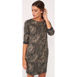 Sukienka w kolorze szaro-beżowym ze wzorem. Brązowe sukienki marki Dioxide, s, z motywem zwierzęcym, z okrągłym kołnierzem, midi, proste. W wyprzedaży za 119,95 zł.