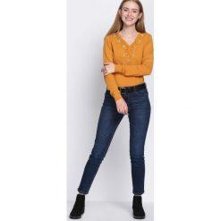 Żółty Sweter Just Wait. Żółte swetry klasyczne damskie marki Mohito, l, z dzianiny. Za 64,99 zł.