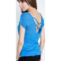Bluzka z głębokim dekoltem z tyłu niebieska. Niebieskie bluzki asymetryczne Yups, l, z wiskozy, dekolt w kształcie v, z krótkim rękawem. Za 19,99 zł.