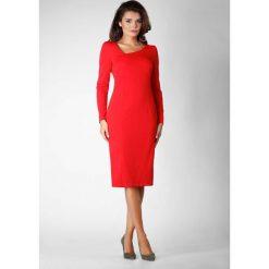 Czerwona Wizytowa Dopasowana Sukienka z Asymetrycznym Dekoltem. Czerwone sukienki asymetryczne Molly.pl, do pracy, l, biznesowe, z asymetrycznym kołnierzem. W wyprzedaży za 116,16 zł.