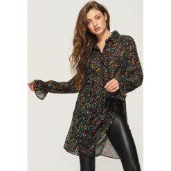 Długa koszula z wiązaniem - Wielobarwn. Szare koszule wiązane damskie marki Sinsay, l, z długim rękawem. W wyprzedaży za 29,99 zł.