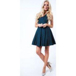 Sukienka z ozdobnymi kamykami butelkowa zieleń G50111. Białe sukienki marki Fasardi, l. Za 159,00 zł.