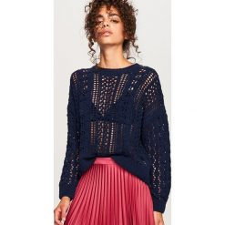 Ażurowy sweter - Granatowy. Białe swetry klasyczne damskie marki Reserved, l, z dzianiny. W wyprzedaży za 49,99 zł.