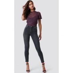 Spodnie damskie: NA-KD Jeansy Skinny Mid Waist Front Panel - Grey
