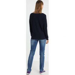 Lacoste STRUCTUR ROUND NECK Sweter navy blue. Niebieskie swetry klasyczne damskie Lacoste, z bawełny. Za 509,00 zł.