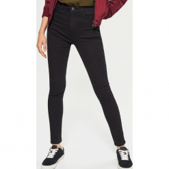 Jeansy HIGH WAIST - Czarny. Niebieskie spodnie z wysokim stanem marki Reserved, z podwyższonym stanem. Za 89,99 zł.
