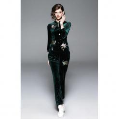 2-częściowy zestaw w kolorze zielonym - bluzka, spodnie. Zielone bluzki damskie marki Zeraco, ze stójką. W wyprzedaży za 379,95 zł.