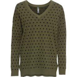 Sweter bonprix ciemnooliwkowo-czarny w kropki. Zielone swetry klasyczne damskie bonprix, z dekoltem w serek. Za 59,99 zł.