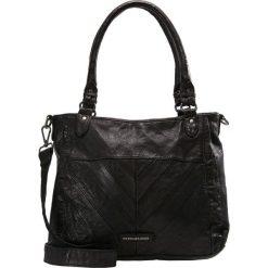FREDsBRUDER SHAPE CENTURY Torebka black. Czarne torebki klasyczne damskie FREDsBRUDER. Za 749,00 zł.