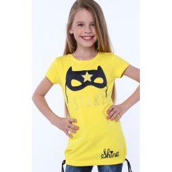 T-shirty dziewczęce: Koszulka z aplkacją maska żółta NDZ5322