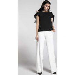 Czarna Bluzka z Wiązanymi Rękawami. Czarne bluzki wizytowe Molly.pl, l, z jeansu, biznesowe, z kokardą, z krótkim rękawem. Za 128,90 zł.