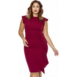 Stylowa Bordowa Sukienka z Falbanką PLUS SIZE. Czerwone sukienki balowe Molly.pl, plus size, z dekoltem na plecach, plus size, dopasowane. Za 199,90 zł.