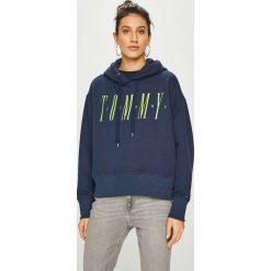 Tommy Jeans - Bluza. Szare bluzy z kapturem damskie marki Tommy Jeans, l, z nadrukiem, z bawełny. Za 399,90 zł.