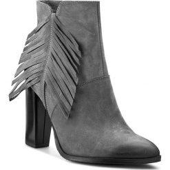 Botki CARINII - B3294 Szary OC FILC. Czarne buty zimowe damskie marki Carinii, z materiału, z okrągłym noskiem, na obcasie. W wyprzedaży za 219,00 zł.