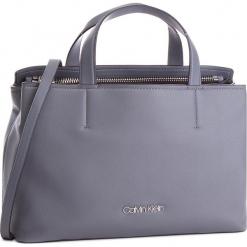 Torebka CALVIN KLEIN - Drive Tote K60K604461 008. Szare torebki klasyczne damskie Calvin Klein, ze skóry ekologicznej. Za 749,00 zł.