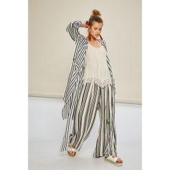 Answear - Koszula Stripes Vibes. Szare koszule wiązane damskie marki ANSWEAR, l, w paski, z poliesteru, casualowe, z długim rękawem. W wyprzedaży za 79,90 zł.