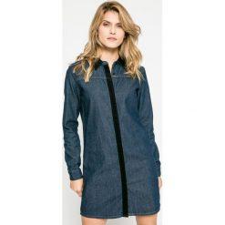 Wrangler - Sukienka Debbie. Szare sukienki mini Wrangler, na co dzień, s, z bawełny, casualowe, proste. W wyprzedaży za 249,90 zł.