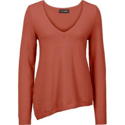 Swetry klasyczne damskie: Sweter z asymetryczną linią dołu bonprix rdzawoczerwony