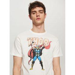 T-shirty męskie: T-shirt z nadrukiem marvel – Kremowy