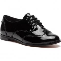 Oxfordy CLARKS - Andora Trick 261271554 Black Patent. Czarne jazzówki damskie marki Clarks, z materiału. W wyprzedaży za 229,00 zł.
