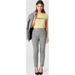 Spodnie z wysokim stanem: NA-KD Trend Spodnie garsonkowe z wysokim stanem w kratę – Multicolor
