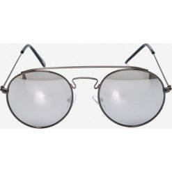 Jack & Jones - Okulary Jacob. Czarne okulary przeciwsłoneczne męskie marki Jack & Jones, l, z bawełny, z okrągłym kołnierzem. W wyprzedaży za 59,90 zł.