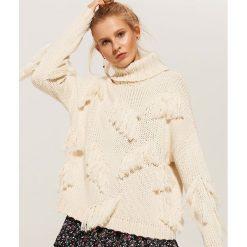 Swetry oversize damskie: Sweter oversize z frędzlami - Kremowy