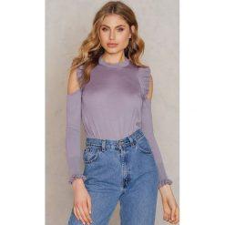 NA-KD Boho Sweter z wycięciami na ramionach i falbankami - Purple. Niebieskie swetry klasyczne damskie marki NA-KD Boho, na imprezę, w koronkowe wzory, z koronki, boho, na ramiączkach, mini. W wyprzedaży za 64,78 zł.