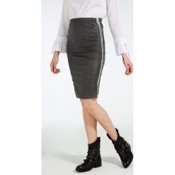 Spódnica - 137-35620 GRS. Szare spódniczki marki Unisono, l, z elastanu, midi, dopasowane. Za 69,00 zł.