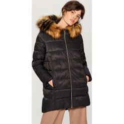 Długa kurtka z kapturem - Czarny. Czerwone kurtki damskie marki Mohito, z bawełny. Za 299,99 zł.