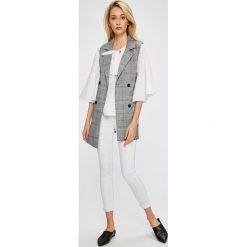 Answear - Jeansy Stripes Vibes. Białe jeansy damskie marki ANSWEAR. W wyprzedaży za 69,90 zł.