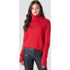 NA-KD Sweter oversize z wywijanym golfem - Red. Czerwone golfy damskie NA-KD, z dzianiny. Za 141,95 zł.