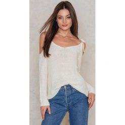 Swetry klasyczne damskie: Rut&Circle Sweter z odsłoniętymi ramionami – White