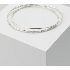 Vibe Harsløf EXCL TWISTED BANGLE Bransoletka silver. Szare bransoletki damskie marki Pandora, srebrne. Za 849,00 zł.