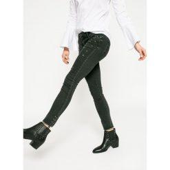 Medicine - Jeansy Dark Bloom. Czarne jeansy damskie rurki marki MEDICINE. W wyprzedaży za 59,90 zł.