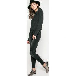 Lee - Jeansy L529AELL. Czarne jeansy damskie rurki Lee, z obniżonym stanem. W wyprzedaży za 279,90 zł.