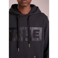 True Religion HOODY BOX LOGO Bluza z kapturem black. Czarne bejsbolówki męskie True Religion, m, z bawełny, z kapturem. Za 759,00 zł.