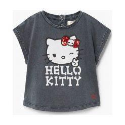 Mango Kids - Top dziecięcy Kittyroc 80-104 cm. Szare bluzki dziewczęce Mango Kids, z aplikacjami, z bawełny, z okrągłym kołnierzem, z krótkim rękawem. W wyprzedaży za 29,90 zł.