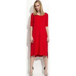 Czerwona Trapezowa Kobieca Sukienka Midi. Czerwone sukienki asymetryczne Molly.pl, m, eleganckie, z asymetrycznym kołnierzem, z krótkim rękawem, midi. Za 84,90 zł.