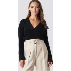 NA-KD Sweter z dekoltem V - Black. Czarne swetry klasyczne damskie NA-KD, dekolt w kształcie v. Za 121,95 zł.