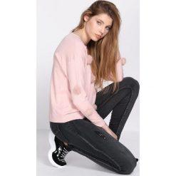 Swetry klasyczne damskie: Jasnoróżowy Sweter Birthmark