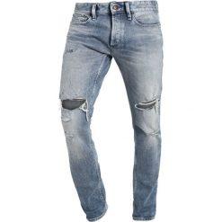 Denham RAZOR Jeansy Slim Fit destroyed denim. Szare jeansy męskie relaxed fit Denham. W wyprzedaży za 399,50 zł.