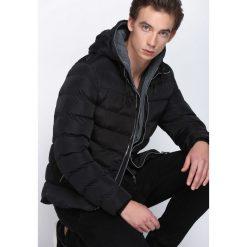 Czarna Kurtka Autumn Evening. Czarne kurtki męskie pikowane marki Born2be, na zimę, m, z dresówki, z kapturem. Za 169,99 zł.