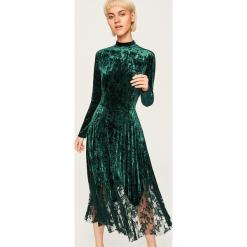 Aksamitna sukienka z koronkowym dołem - Zielony. Czarne sukienki koronkowe marki Reserved. Za 159,99 zł.
