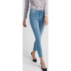 Spodnie z wysokim stanem: Jeansy z przetarciami