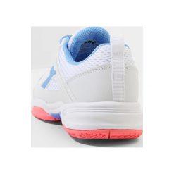 Diadora FLY           Obuwie do tenisa Outdoor white/iris blue/fluo coral. Białe buty do tenisu damskie Diadora, z materiału. Za 189,00 zł.