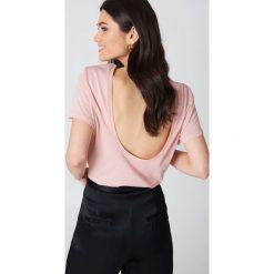 NA-KD Basic T-shirt z odkrytymi plecami - Pink. Różowe t-shirty damskie marki NA-KD Basic, z bawełny. W wyprzedaży za 26,48 zł.