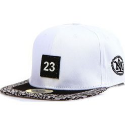 Czapka męska snapback biała (hx0292). Białe czapki z daszkiem męskie marki Dstreet, z aplikacjami, eleganckie. Za 69,99 zł.