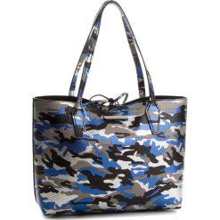 Torebka GUESS - HWCM64 2215 BCB. Czarne torebki klasyczne damskie Guess, z aplikacjami, ze skóry ekologicznej, duże. W wyprzedaży za 479,00 zł.