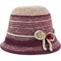 Kapelusz damski Brytyjskie dziedzictwo czerwony. Czerwone kapelusze damskie marki Art of Polo. Za 70,68 zł.